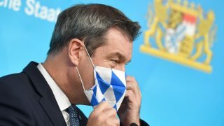 Markus Söder mit Mund-Nasen-Schutz
