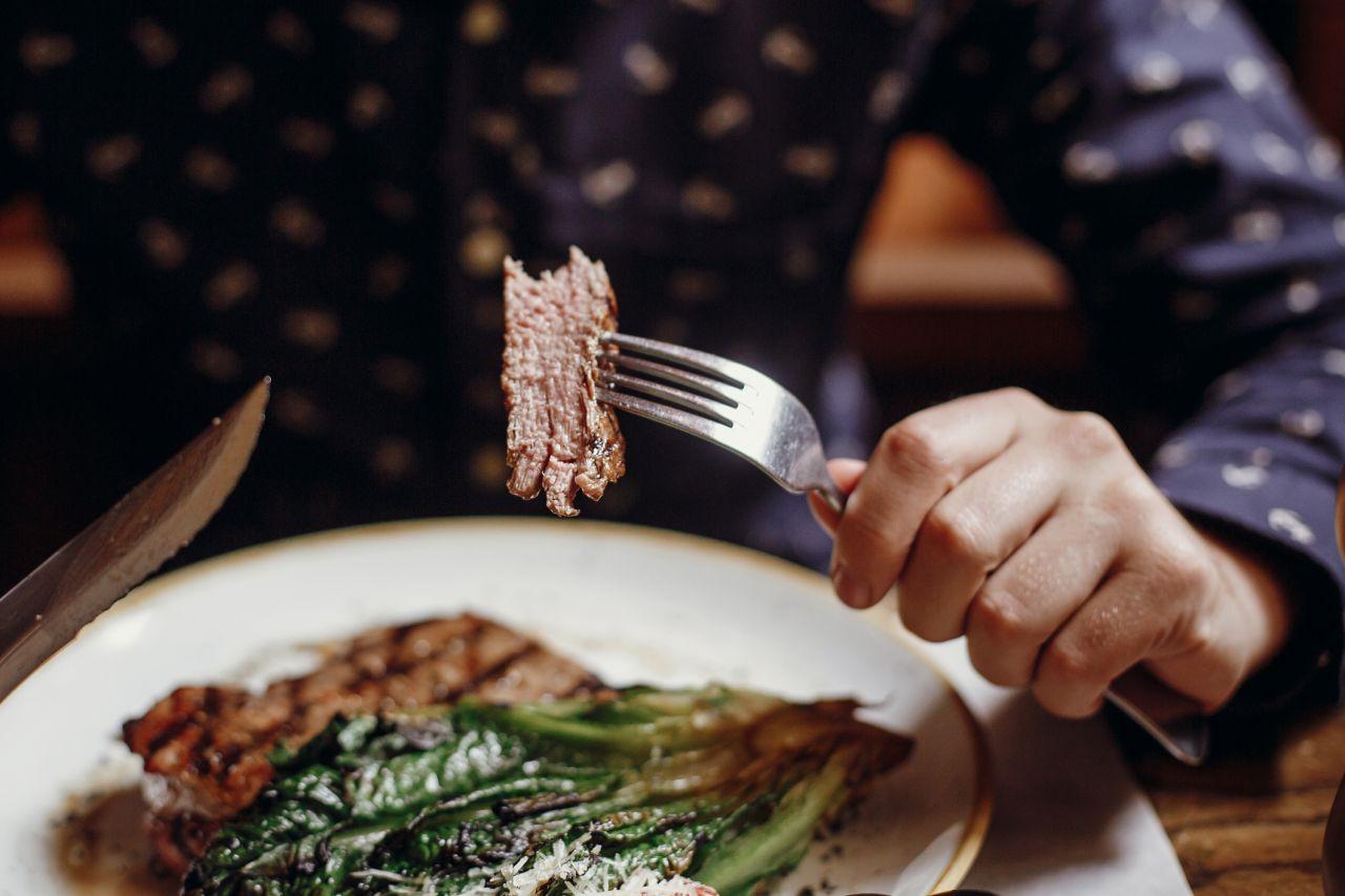 Fleischesser vs. Vegetarier: Wer lebt (un)gesünder?