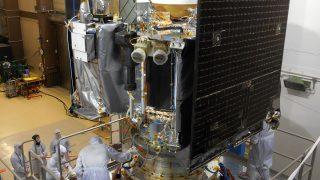 Die Raumsonde OSIRIS REx auf dem Teststand