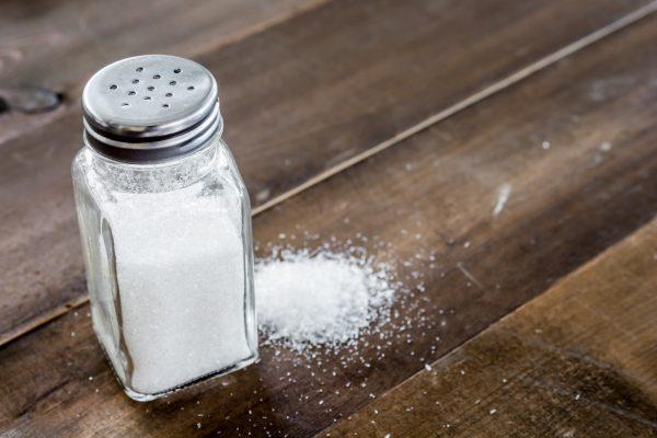 Hilft Salz gegen einen Rotweinfleck? Haushaltsmythen im Check