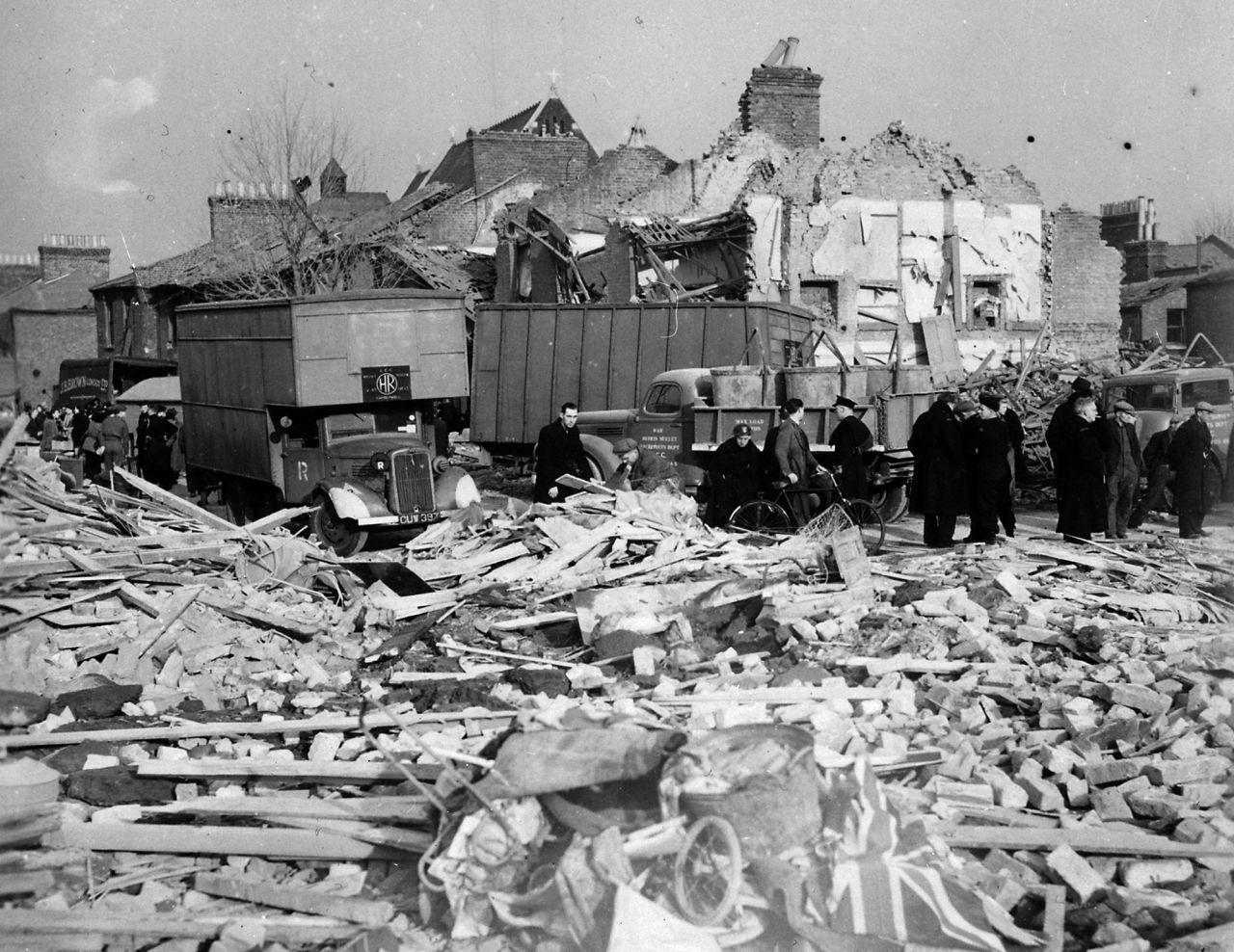 Schäden durch Raketenangriff in der Londoner Camberwell Road 1944