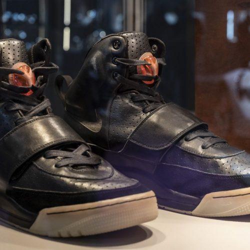 Sneaker sind Kult, Sammlerstücke - und manchmal sogar Wertanlagen. Wie der ganze Sneaker-Hype losging und mit welchen Paaren sich richtig Geld verdienen lässt.