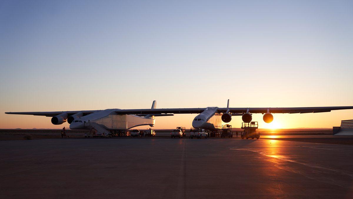 Das größte Flugzeug der Welt beim Rolltest