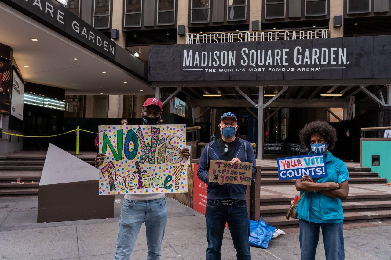 Demonstranten in New York werben für neue Wähler