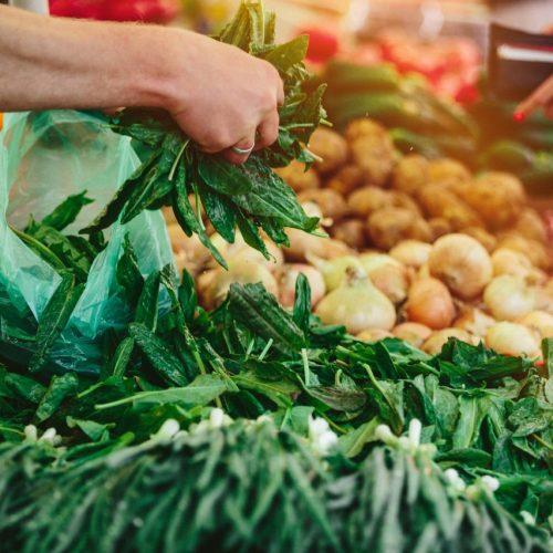 Veganer Einkauf auf Markt