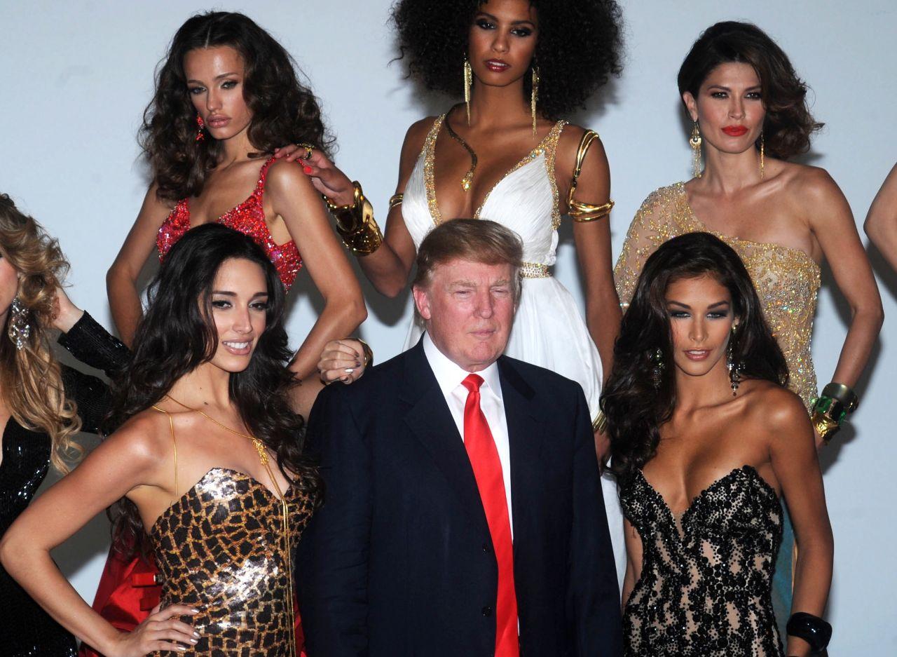 Donald Trump und die Miss Universe-Kandidatinnen