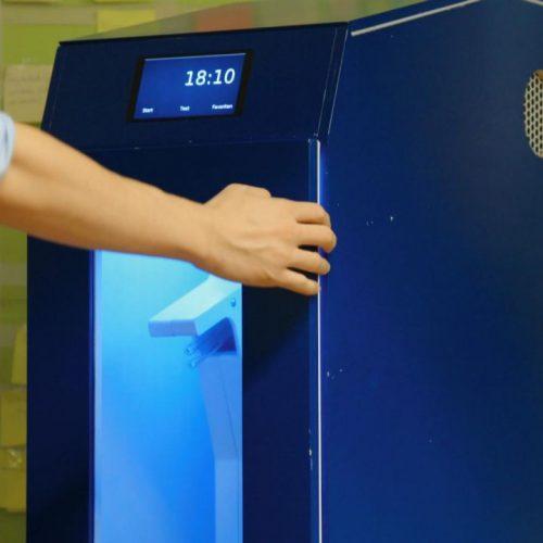 Diese Waschmaschine wäscht mit UV-Licht, statt mit Wasser!