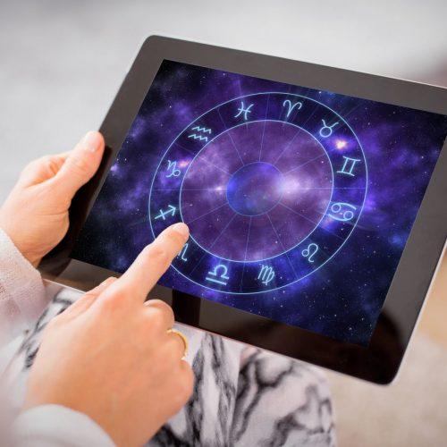 Der Hype um Astrologie nimmt wieder zu und ist vor allem im Internet präsent.