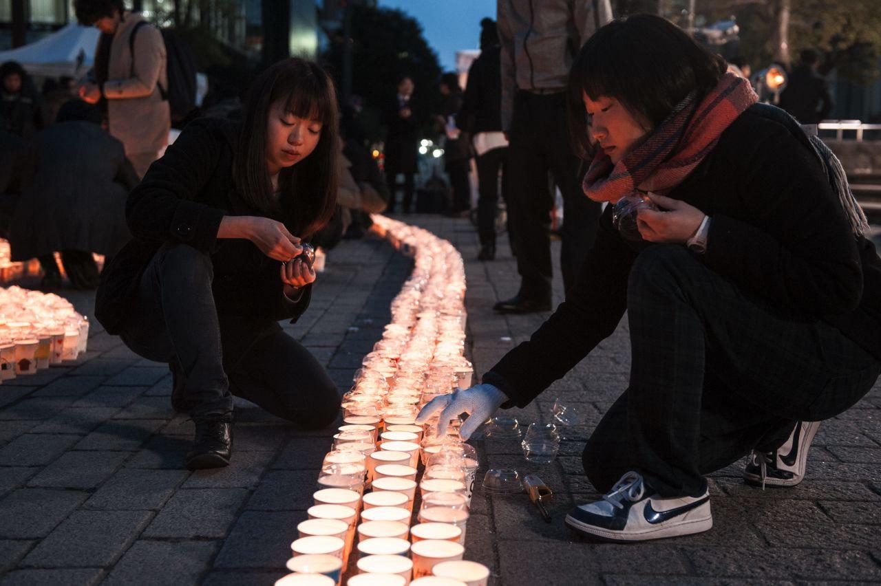 Frauen Gedenken Kerzen