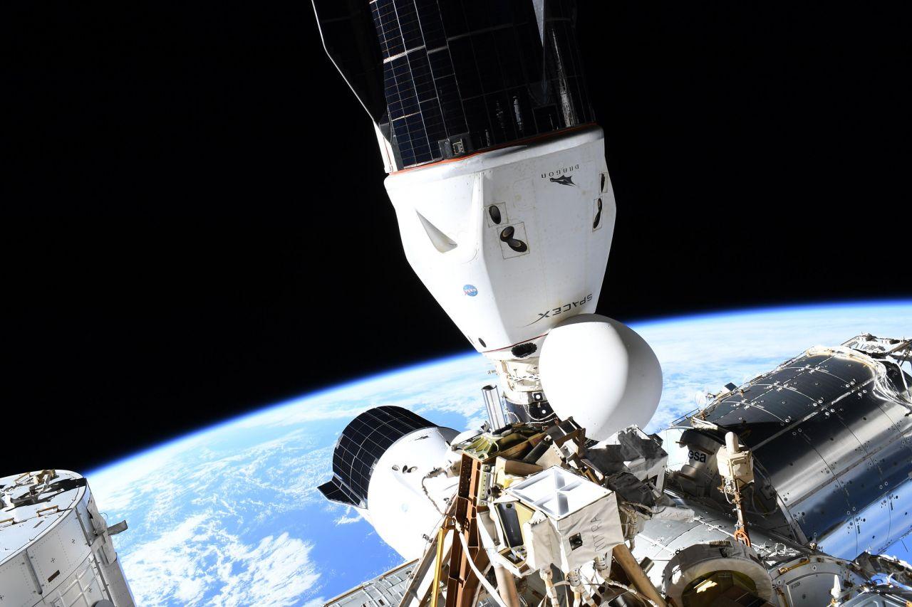 2 Dragon-Raumschiffe angedockt an die ISS