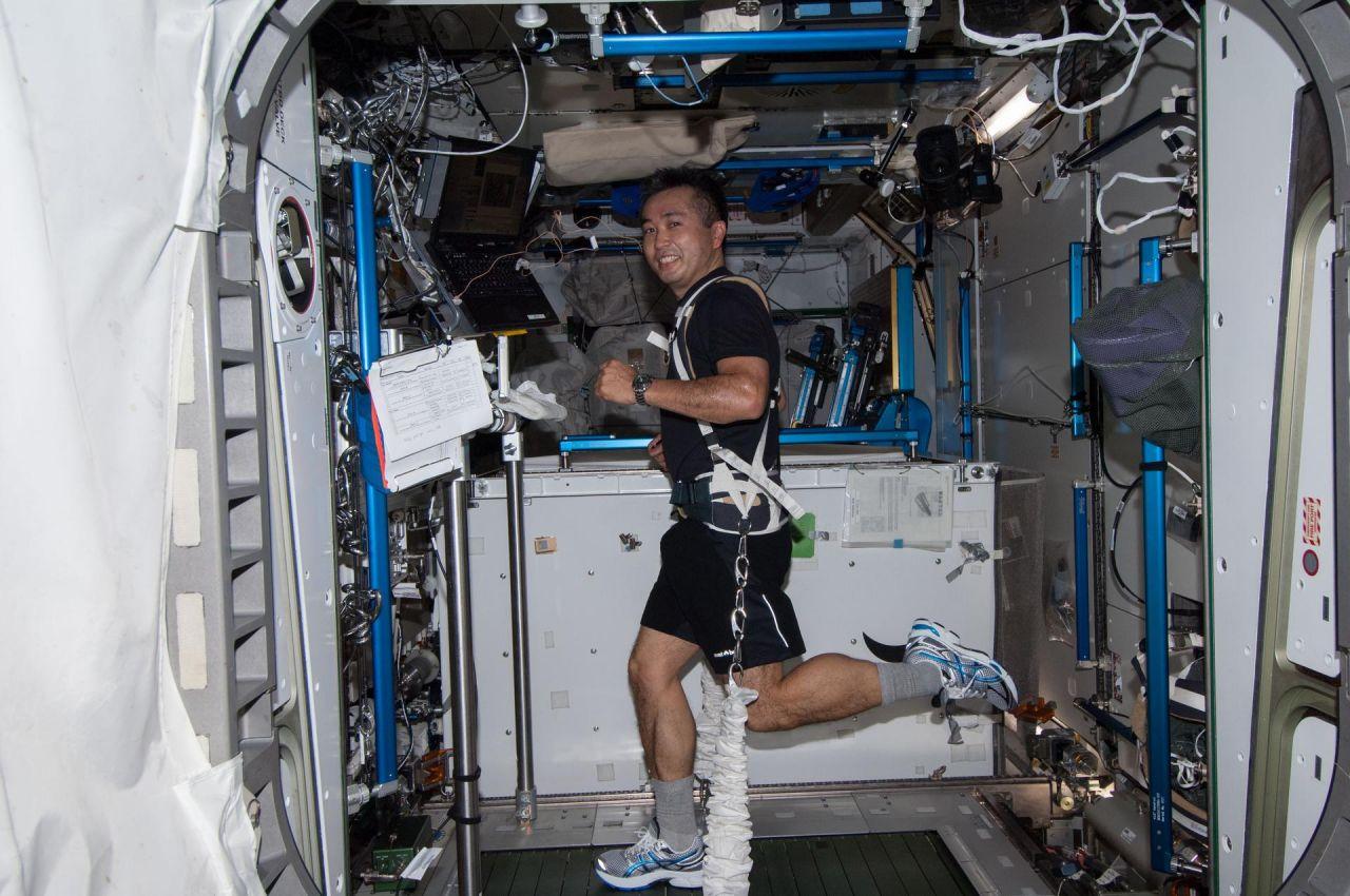 Forschungs-WG im All: So leben und arbeiten Astronaut:innen auf der ISS