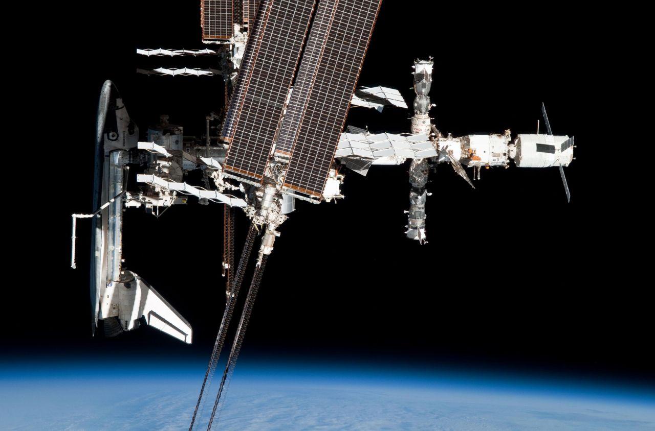 Spaceshuttle Atlantis angedockt an die ISS 2011