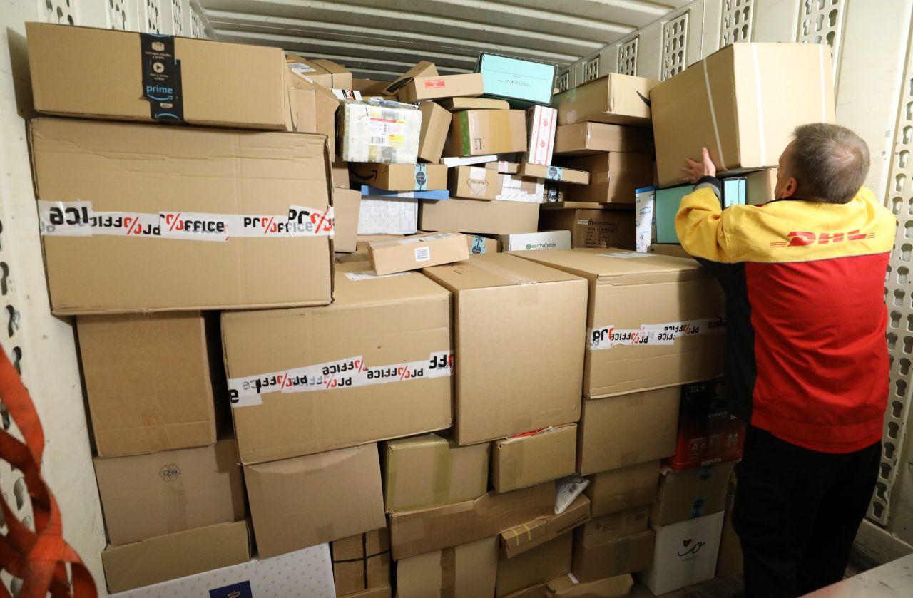 """""""Wir erwarten vor Weihnachten 11 Millionen Pakete pro Tag"""", sagt Hans-Christian Mennenga von der Deutsche Post DHL Group. Das wären so viele Sendungen wie noch nie!"""