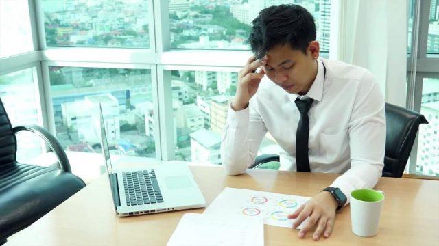 Studie: Das hat das Wetter wirklich mit deinen Kopfschmerzen zu tun