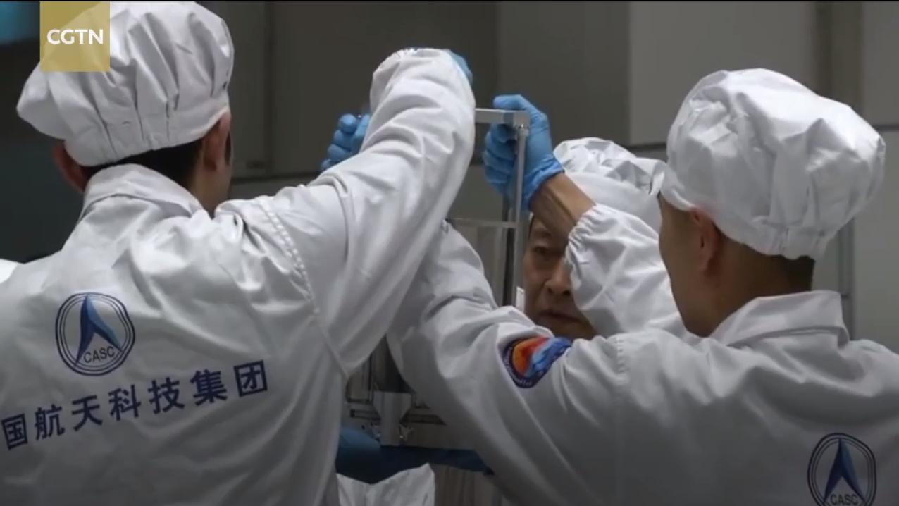 Probenentnahme aus der Rückkehrkapsel von Chang'e 5