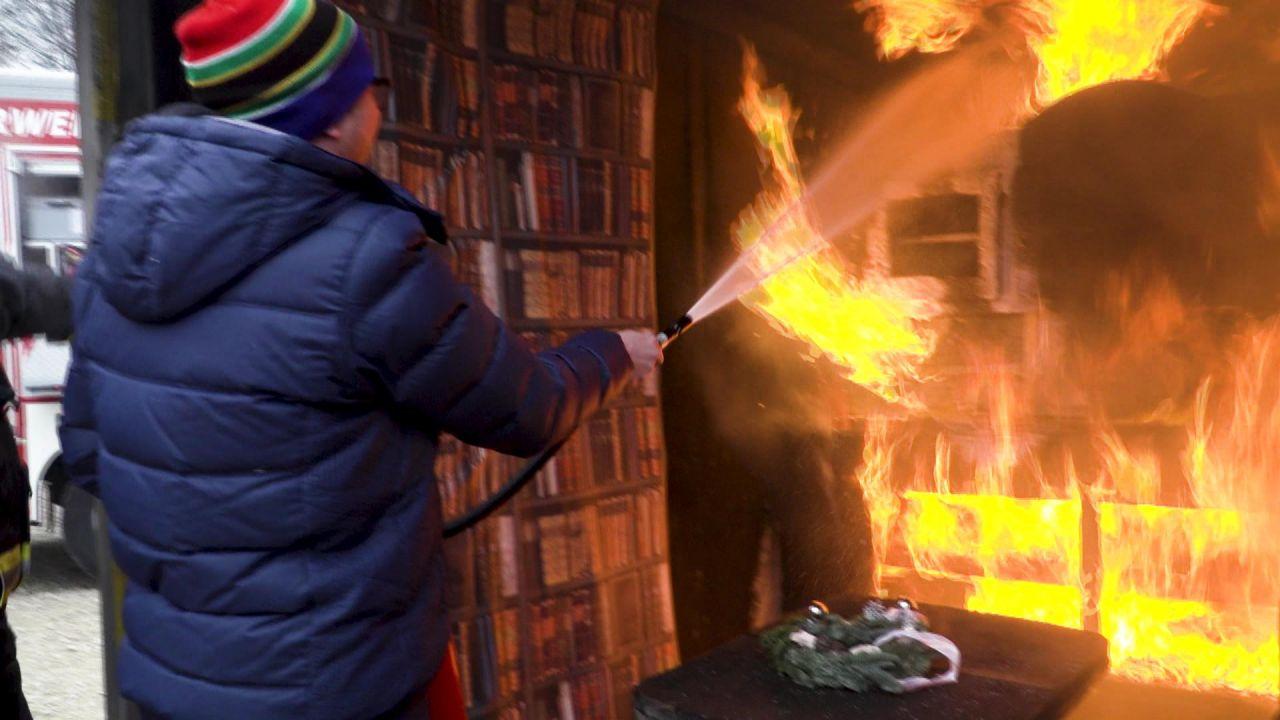 Hilfe, es brennt! SOS-Tipps und Feuerlöscher im Test