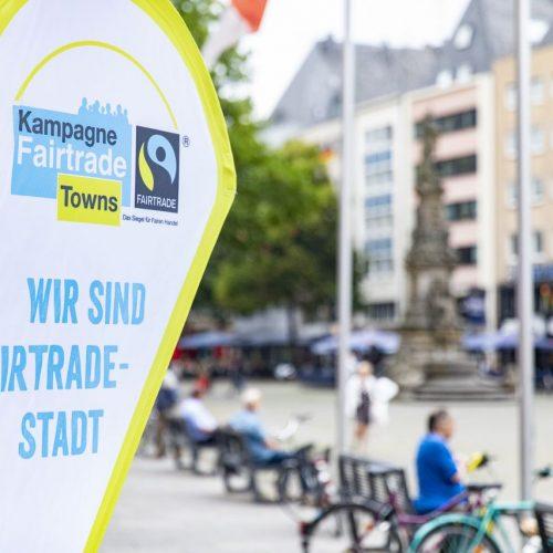 """Fahne mit der Aufrschrift """"Fairtrade Stadt"""""""
