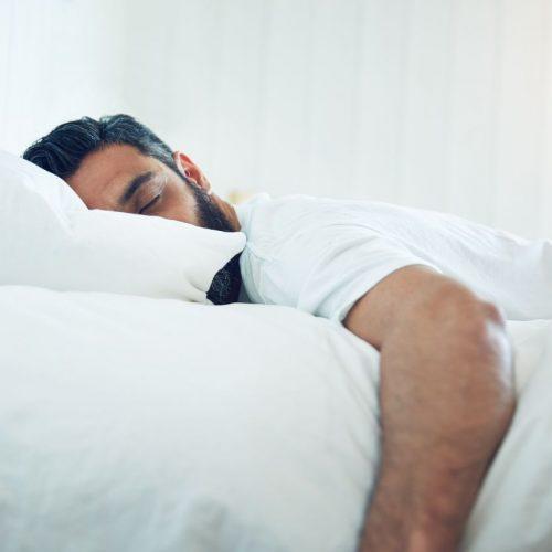 Einschlafzuckungen sind normal und in der Regel harmlos.