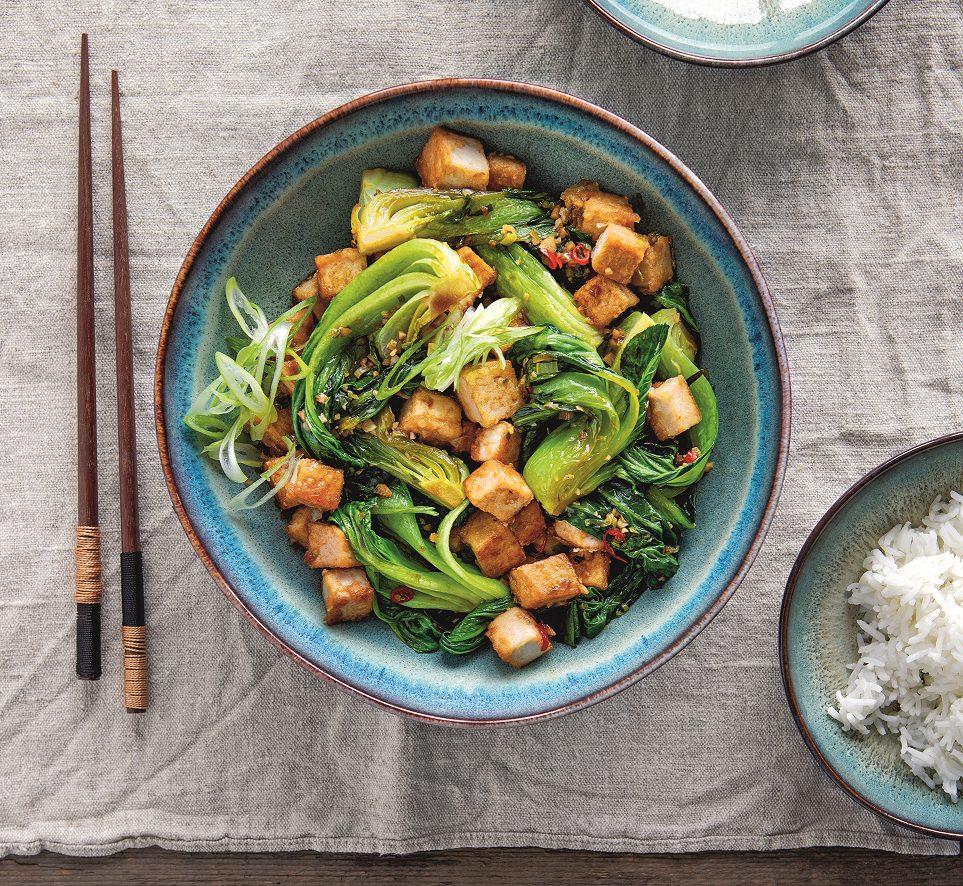20-Minuten-Pak-Choi mit Tofu und Reis