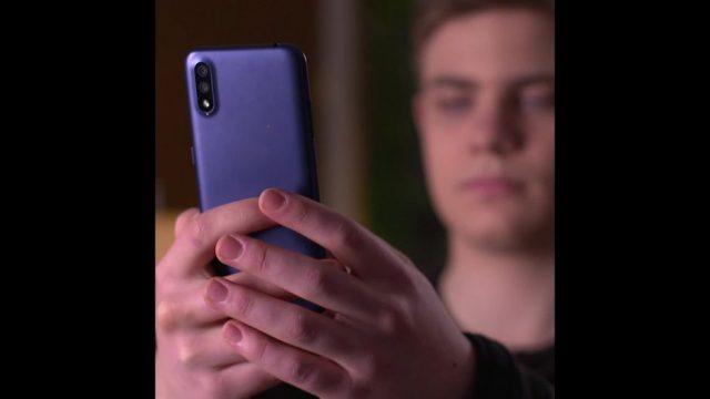 Warum fallen Handys immer aufs Display? - 10s