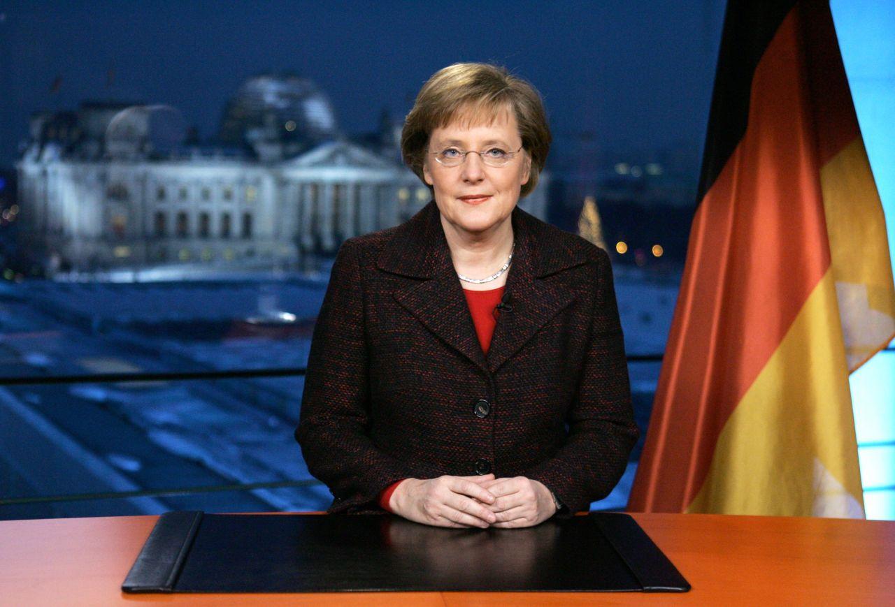 Bundeskanzlerin Angela Merkel bei Neujahrsansprache 2005