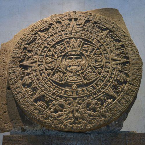 Der Sonnenstein aus Basalt spiegelt den Kalender der Azteken, ist aber wohl ein Opferaltar.