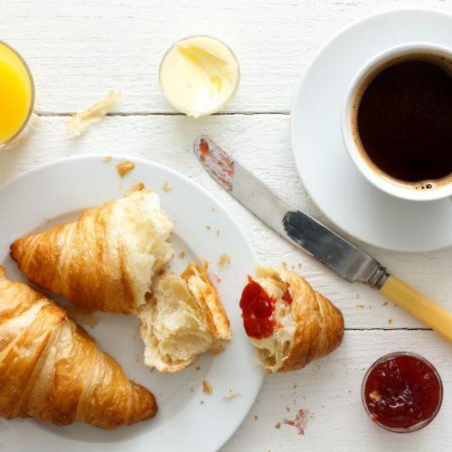 Du liebst Croissants zum Frühstück? Wir haben das Rezept.