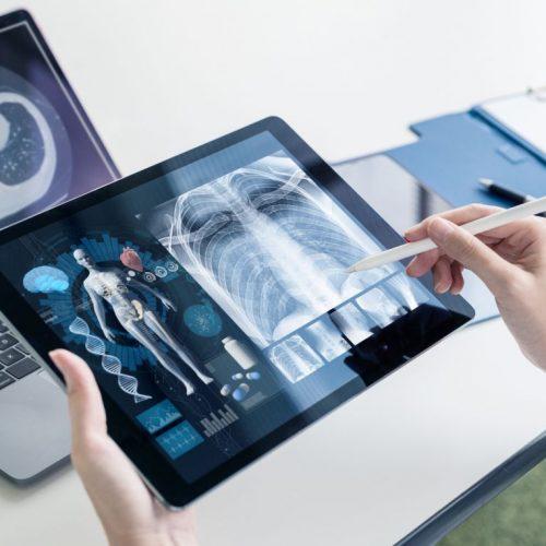 2021 kommt die digitale Gesundheitsakte. Welche Vor- und Nachteile das hat und was sie für dich bedeutet, liest du hier.