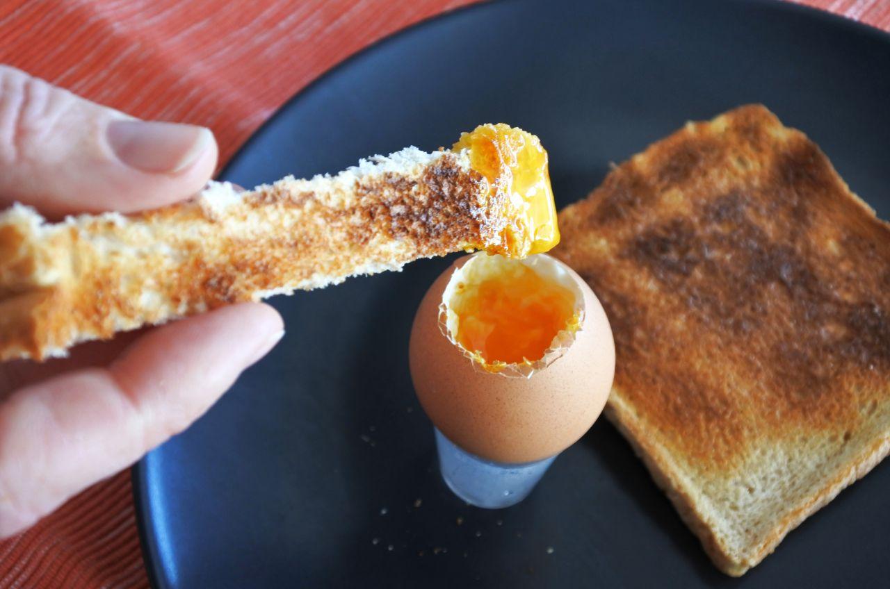 Eier hart oder weich kochen: So gelingt dir das perfekte Frühstücksei