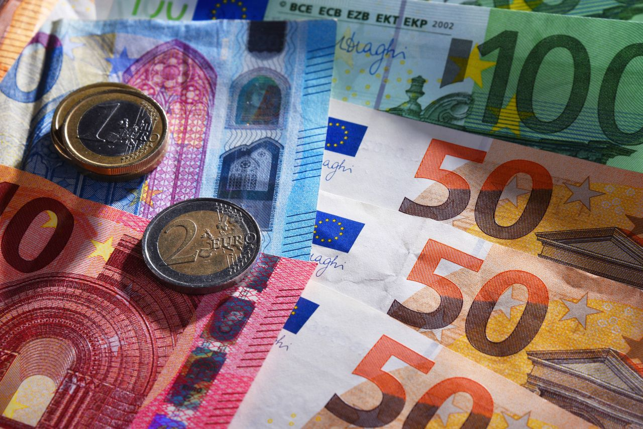 Bargeld, Kreditkarte, Bitcoin: Heiße Fragen rund ums Geld