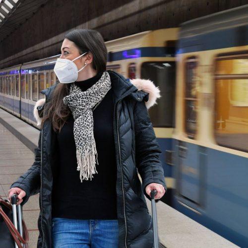 FFP2-Maske: In Bayern ist sie im ÖPNV und beim Einkaufen bald Pflicht. Worauf du achten solltest.