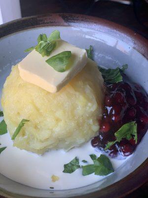 Kroppkakor serviert auf einem Teller