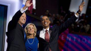 Jill Biden mit Joe Biden und Barack Obama.