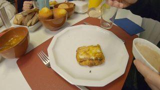 Eine Leche Fritta auf dem Teller serviert