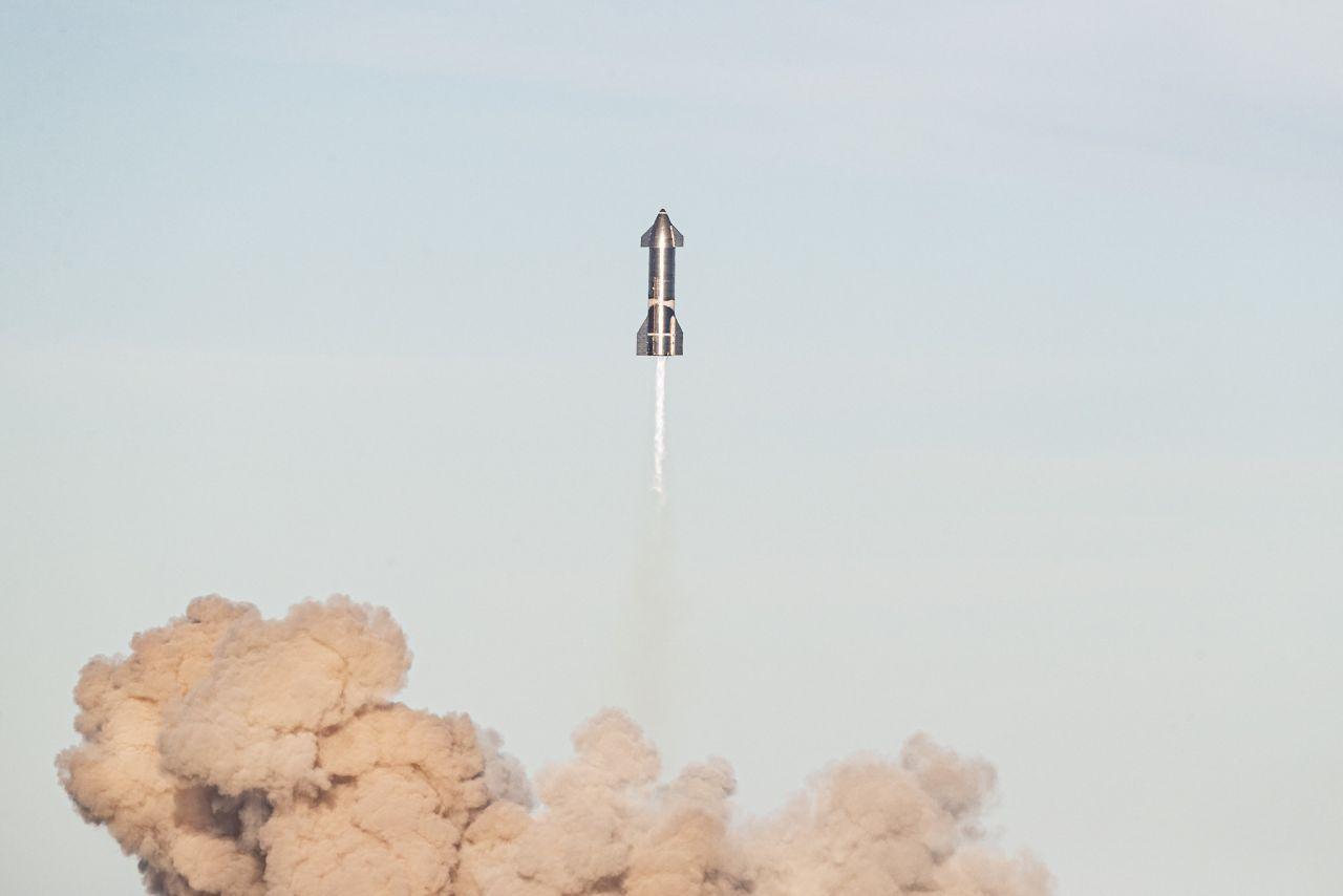 Starship-Prototyp SN8 beim Testflug