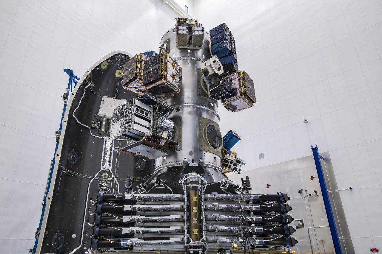 Satelliten in der Nutzlastbucht der Falcon 9