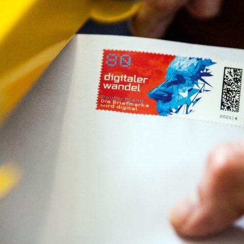 Erstmals bringt die Deutsche Post eine Briefmarke auf den Markt, die einen Matrixcode enthält. Damit kannst du deinen Brief tracken.