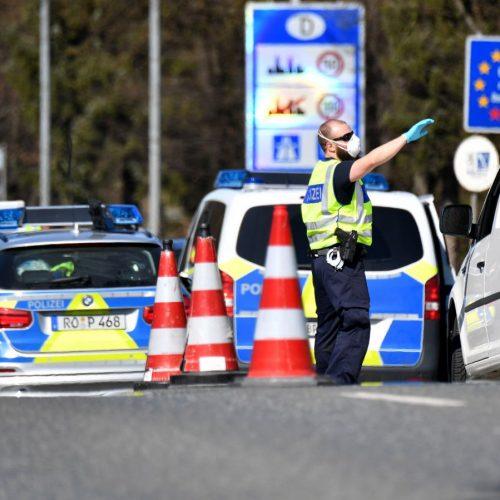 Was bringen Grenzschließungen? Die deutsche Polizei kontrolliert am deutsch-österreichischen Grenzübergang Freilassing zu Österreich.