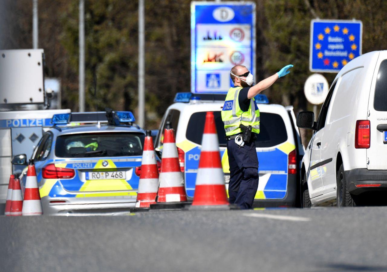 Neue Grenz-Kontrollen: Schützen sie uns vor der 3. Welle?