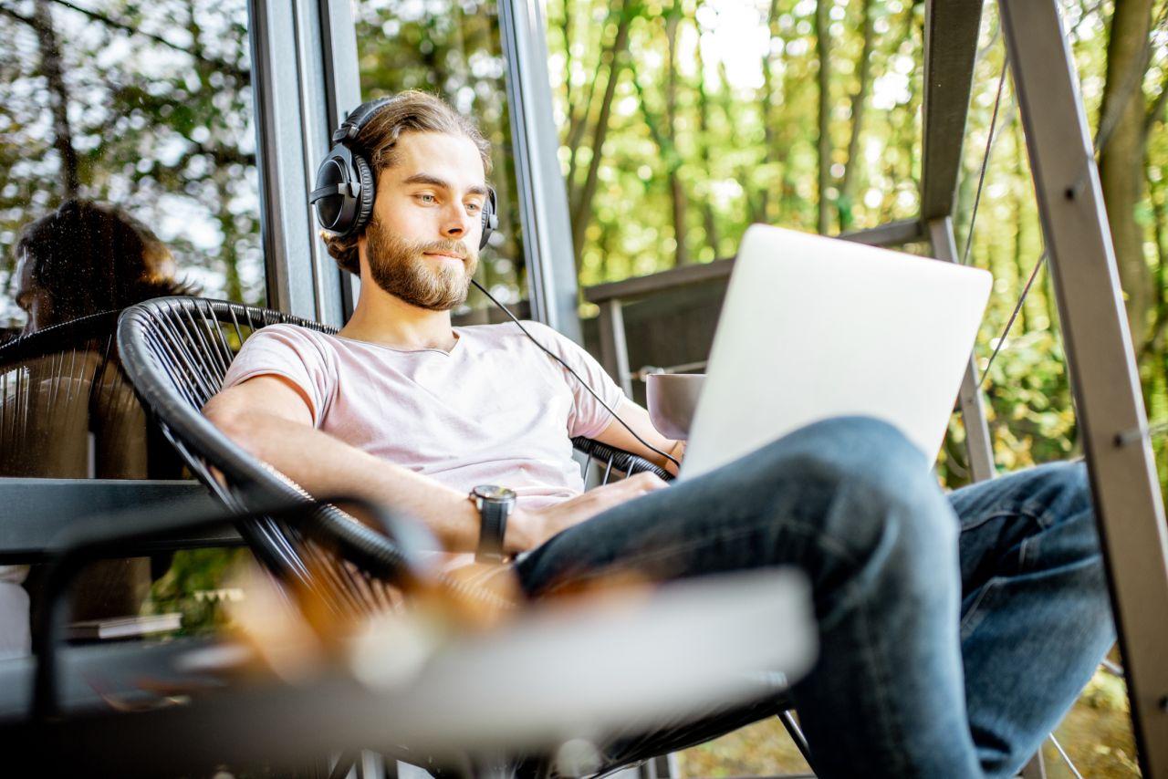 Klimakiller Internet? Tipps für grüneres Surfen, Streamen und Home Office