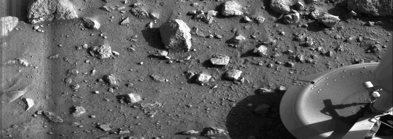 Das erste Bild von der Marsoberfläche
