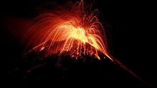 Ätna bricht aus Lava