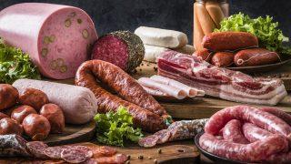 Iss nicht mehr als 300 bis 600 Gramm Fleisch pro Woche