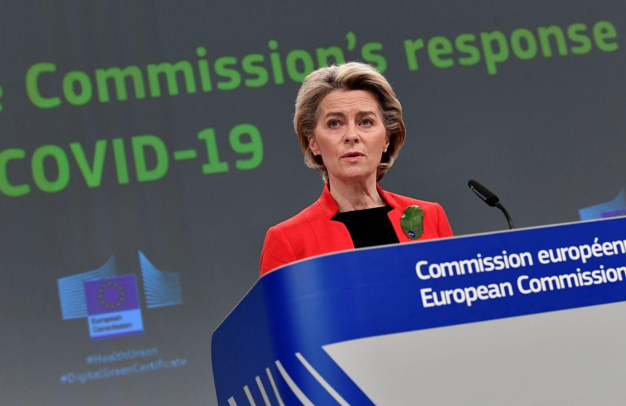 """Ursula von der Leyen (CDU), Präsidentin der Europäischen Kommission, schlägt ein """"Grünes Zertifikat"""" als Nachweis von Impfungen, Tests oder einer überstandenen Covid-Erkrankung vor. Damit sollen Reisen innerhalb der EU im Sommer wieder möglich sein."""