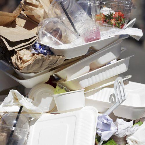 To-Go-Müll stapelt sich im Mülleimer