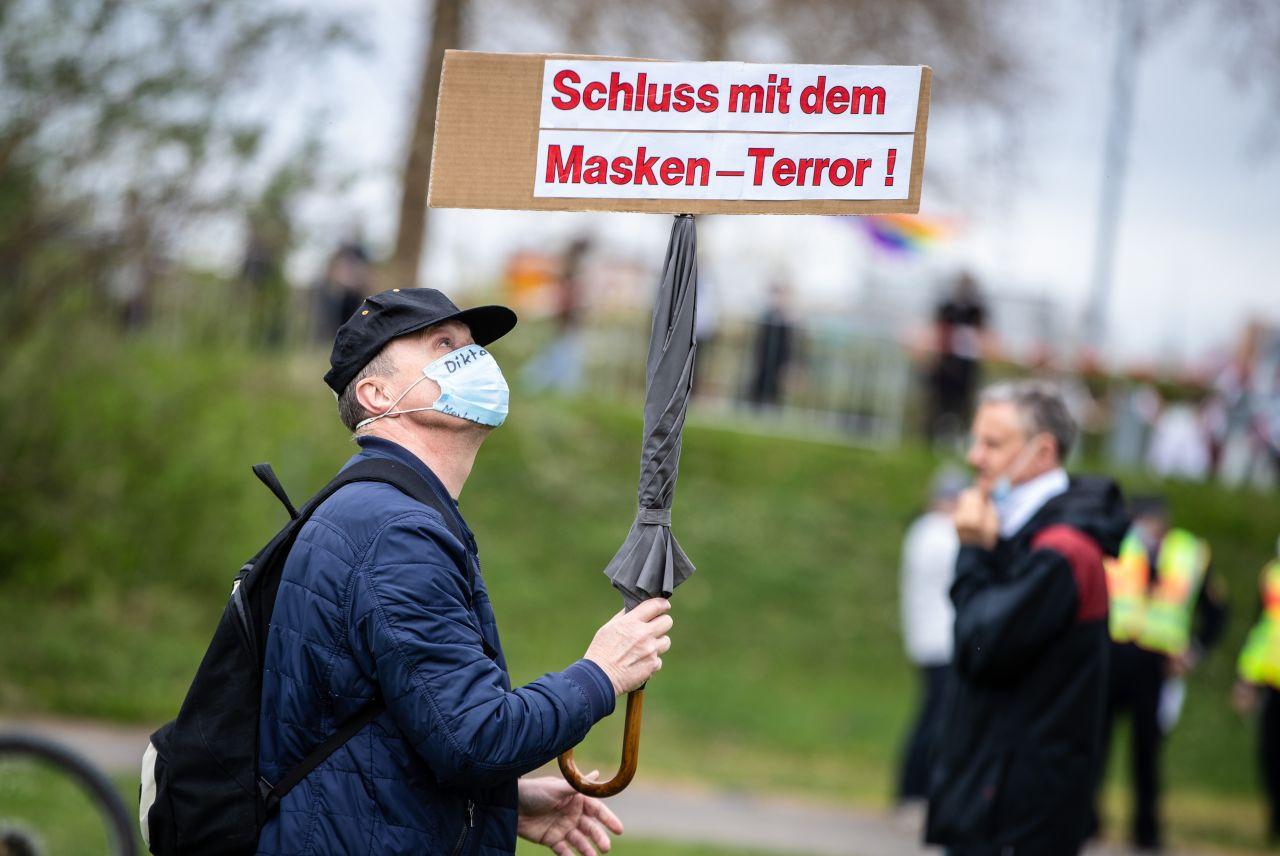 """""""Querdenker"""" im Visier: Was darf der Verfassungsschutz?"""