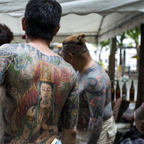 Mit ihren Ganzkörper-Tätowierung zeigen die Yakuza ihre Gruppenzugehörigkeit.