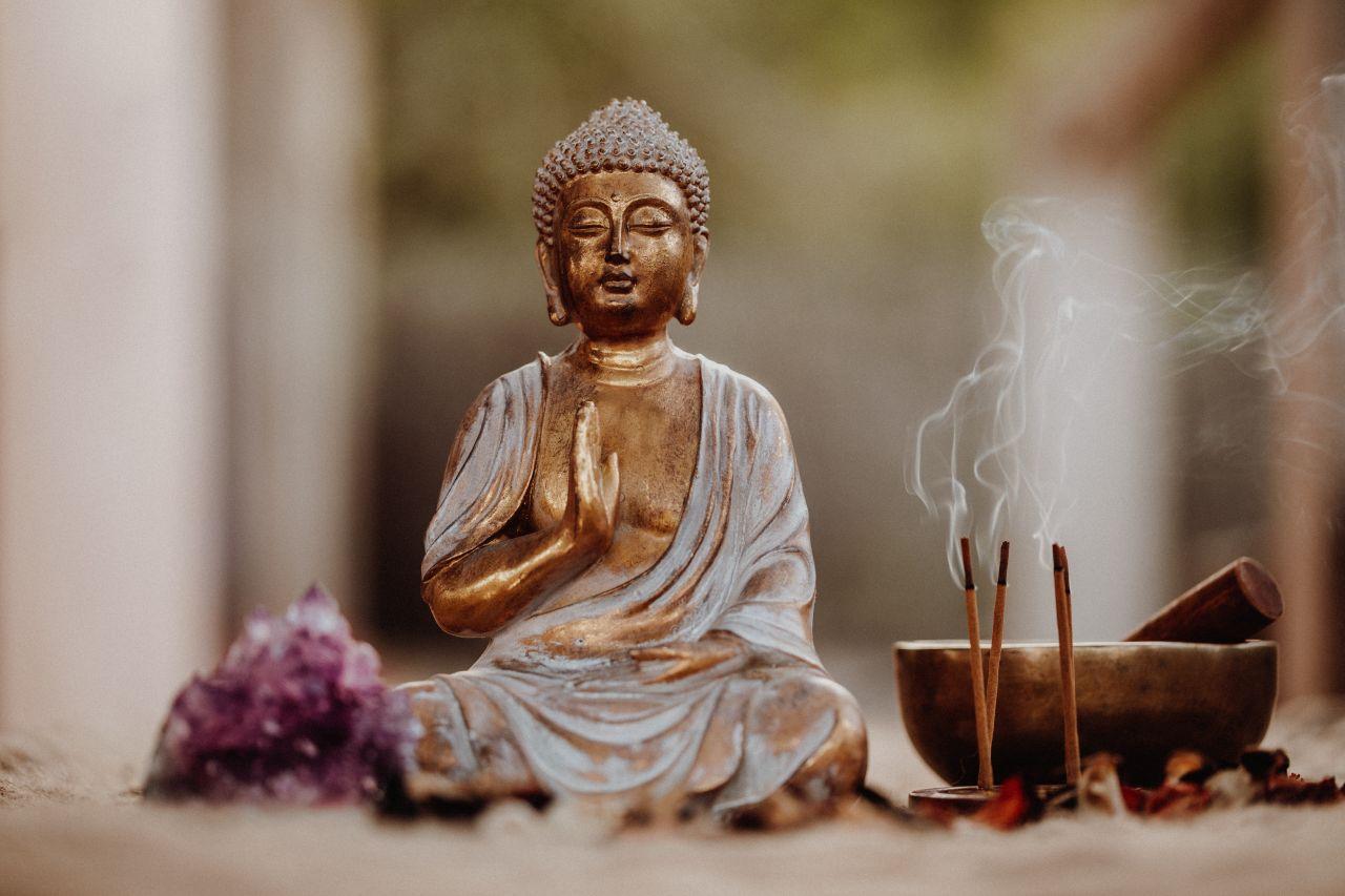 Buddhismus: Lehre, Regeln und Lebensweise der Anhänger:innen