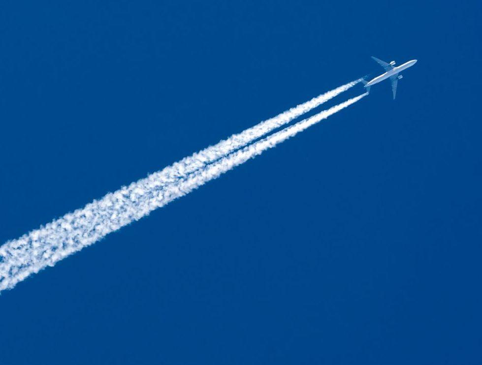 Chemtrails-Verschwörung: Sind Kondensstreifen am Himmel gefährlich?
