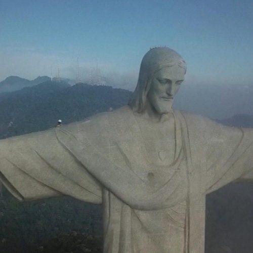 Zum runden Geburtstag putzt sich die berühmte Christus-Statue in Brasilien in den Clips der Woche ordentlich heraus.